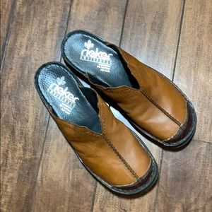 Reiker anti stress clogs brown